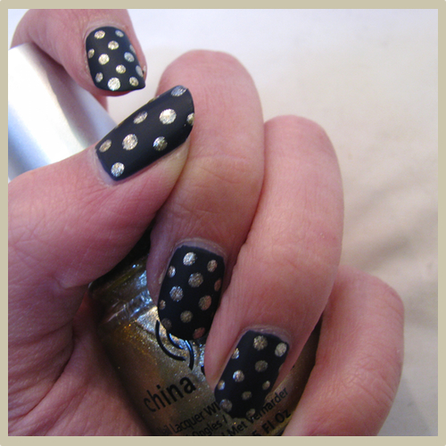 htbf goldnavy nail2 Nail of the Day: Navy and Gold Polka Dots