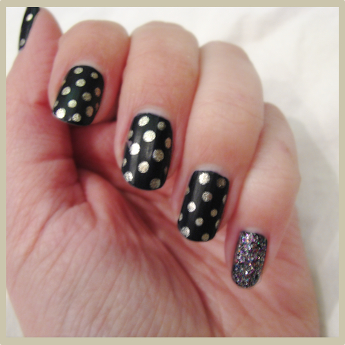 htbf goldnavy nail3 Nail of the Day: Navy and Gold Polka Dots